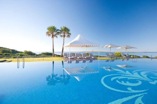Der Swimmingpool an oder in der Nähe von Insotel Punta Prima Prestige Suites & Spa