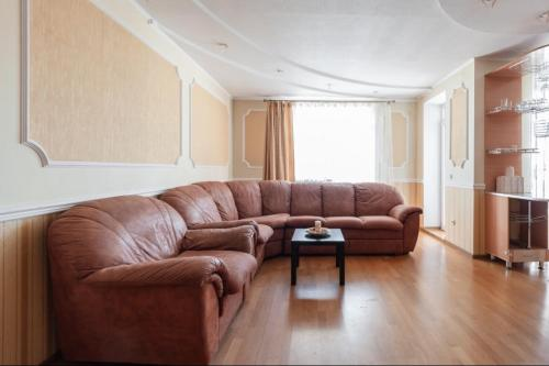 A seating area at Apartment on Sobornyy 94