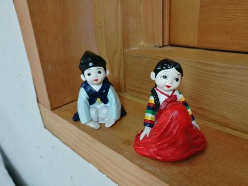 Children staying at Hi DongDaeMun Hanok Guesthouse