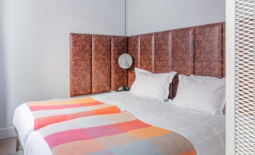 A bed or beds in a room at Eden Locke