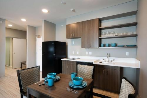 A kitchen or kitchenette at Best Western Plus West Lawrence
