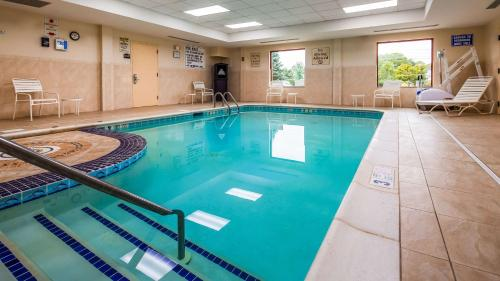 The swimming pool at or near Best Western Riverview Inn & Suites