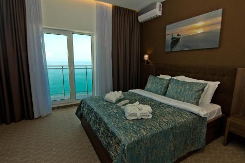 Кровать или кровати в номере Sky Inn Batumi