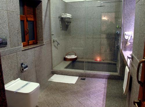 A bathroom at Ratan Vilas