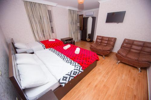 A bed or beds in a room at Hotel Elegant 2