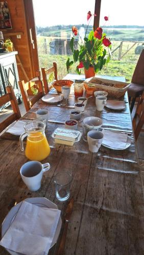 Options de petit-déjeuner proposées aux clients de l'établissement La Rose des Vents