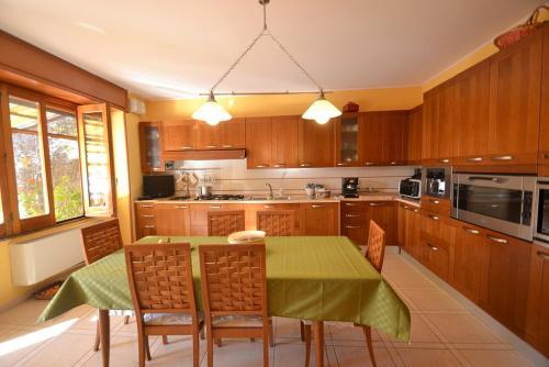 A kitchen or kitchenette at Santa Maria Villa Sleeps 8 Pool Air Con WiFi