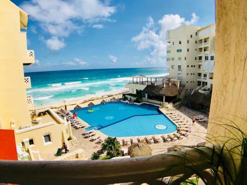 Vista de la piscina de Beachfront suite in the best location! o alrededores