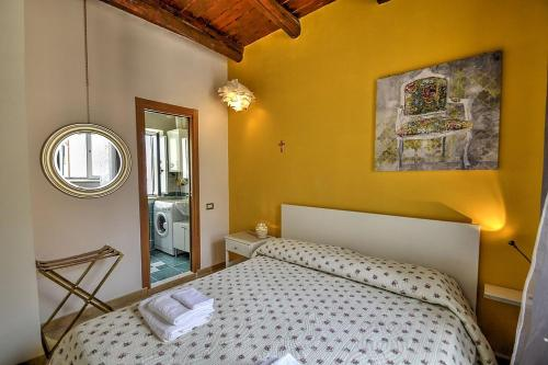 A bed or beds in a room at Amalfi Apartment Sleeps 4 WiFi