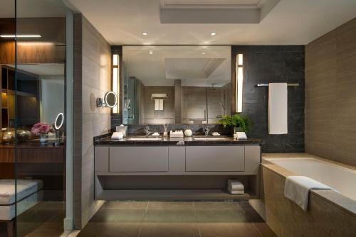 A bathroom at Tianfu Square Serviced Suites by Lanson Place