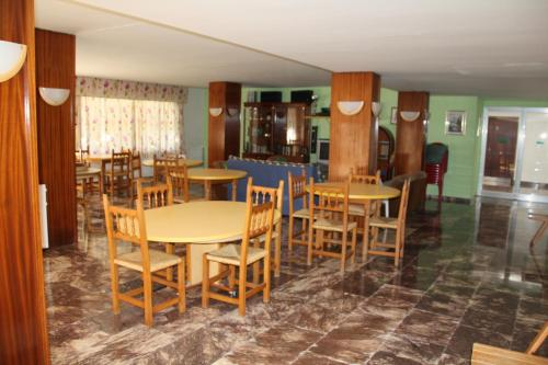 A restaurant or other place to eat at Apartamento en Familia