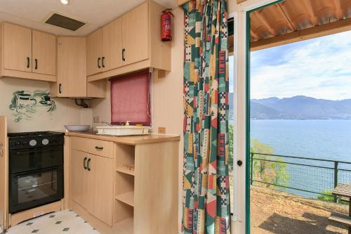 A kitchen or kitchenette at Camping Bosco & Village Cannobio
