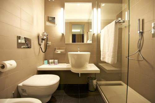 A bathroom at Mercure Roma Centro Colosseo