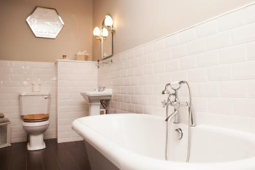 A bathroom at Bannatyne Hotel Darlington