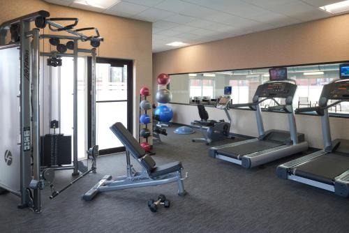 The fitness center and/or fitness facilities at Courtyard by Marriott Toronto Airport