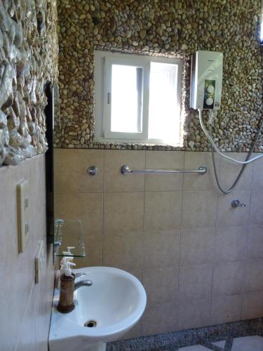 A bathroom at Palawan SandCastles