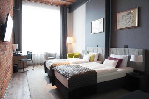 Łóżko lub łóżka w pokoju w obiekcie Fabryka Wełny Hotel & Spa