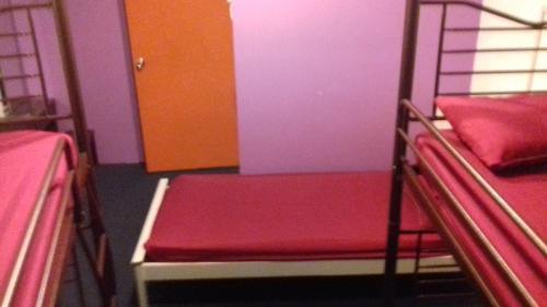 Ein Bett oder Betten in einem Zimmer der Unterkunft Submarine Guest House Central Market