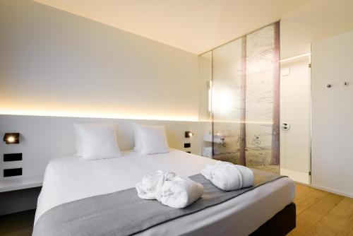 A bed or beds in a room at R hotel experiences