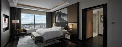 A bed or beds in a room at DoubleTree by Hilton Melaka