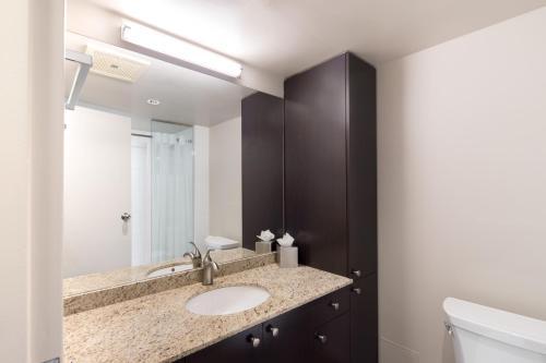 Ein Badezimmer in der Unterkunft Gage Apartments at UBC