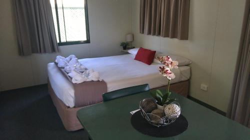 A bed or beds in a room at Goondiwindi Holiday Park
