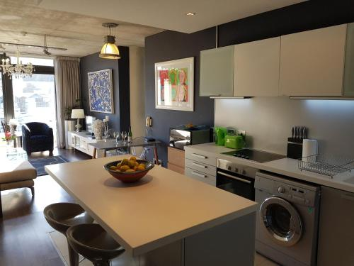 A kitchen or kitchenette at Panoramic Table Mountain view