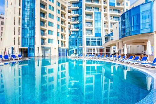 Bazén v ubytovaní Blue Pearl Hotel - Ultra All - Inclusive alebo v jeho blízkosti