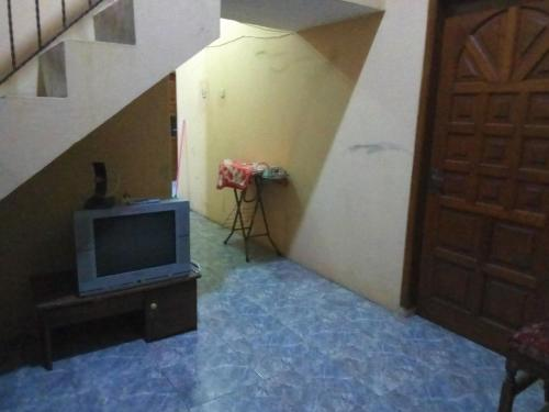 A television and/or entertainment center at Meteor Raya Homestay
