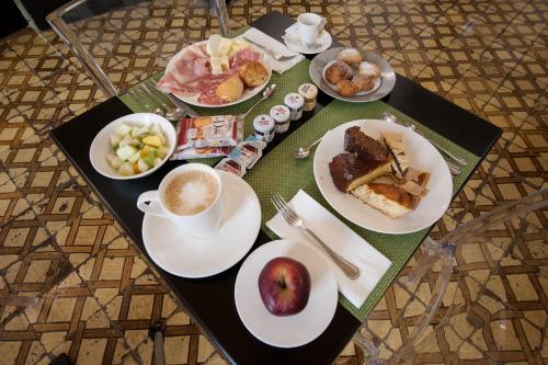 Colazione disponibile per gli ospiti di Santa Chiara Boutique Hotel