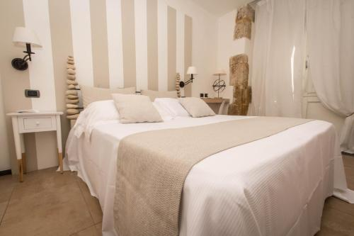 A bed or beds in a room at Hotel Borgo Pantano