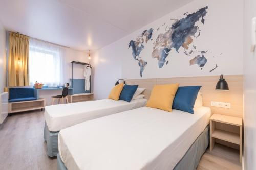 A bed or beds in a room at Tulip Inn Antwerpen