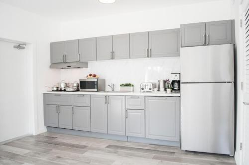 A kitchen or kitchenette at Sobe Lux