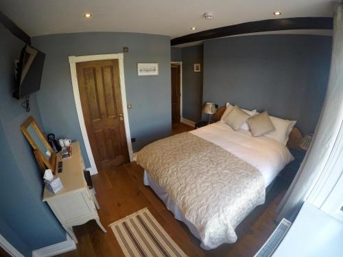 A bed or beds in a room at The Courtyard