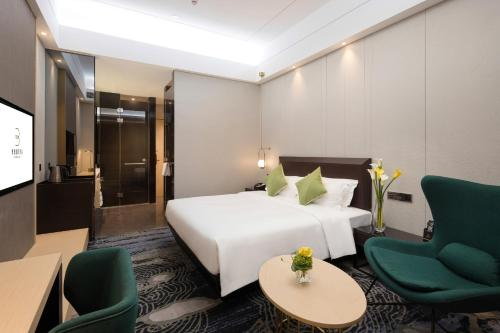 A bed or beds in a room at Buddy Hotel