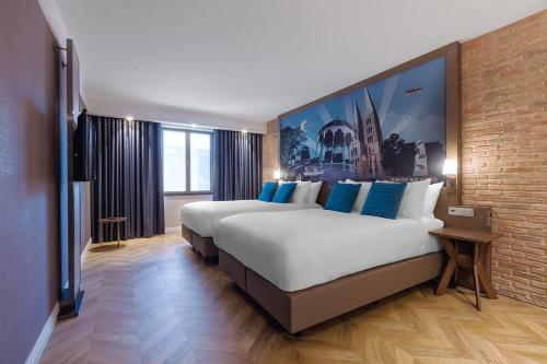 A bed or beds in a room at Grand Hotel Valies