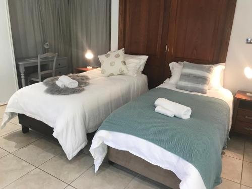 A bed or beds in a room at Taj on Byrnes - Private Luxury Apartment Mareeba