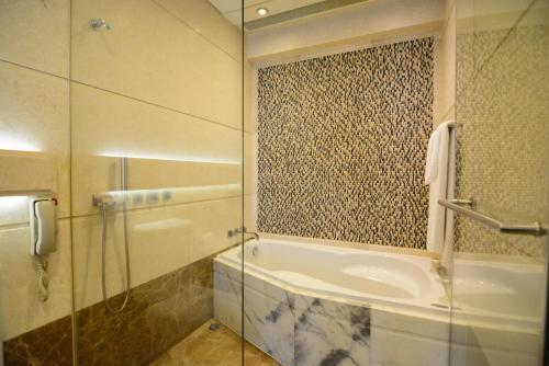 A bathroom at Harbour Grand Hong Kong