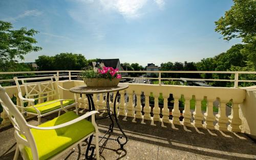 A balcony or terrace at Best Western Hotel Kaiserhof