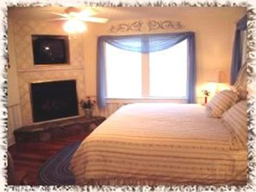 A bed or beds in a room at Black Forest Bed & Breakfast