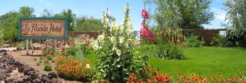 A garden outside La Posada Hotel and Gardens