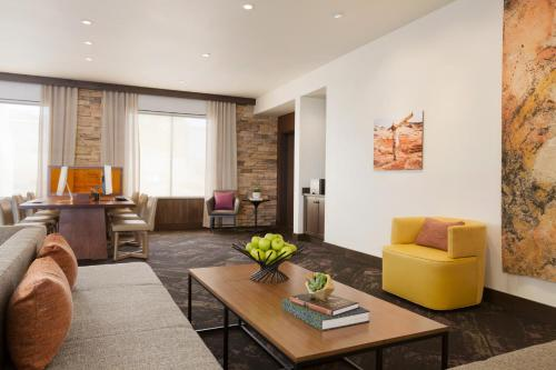 A seating area at Hyatt Place Page Lake Powell