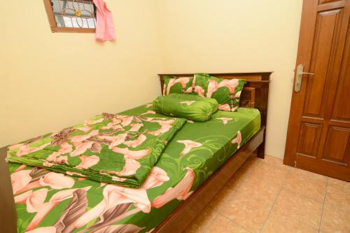 A bed or beds in a room at Villa Amanah