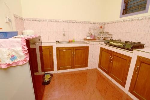 A kitchen or kitchenette at Villa Amanah
