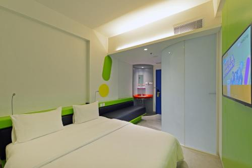 A bed or beds in a room at POP! Hotel Solo