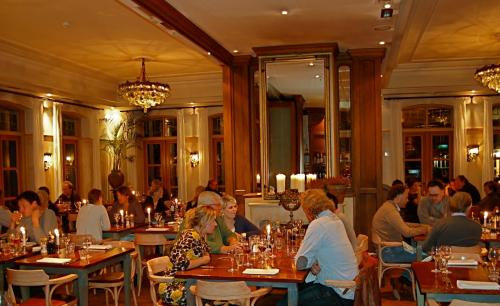 A restaurant or other place to eat at Hotel Graaf Bernstorff