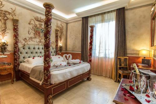 A bed or beds in a room at Hotel Veneto Palace