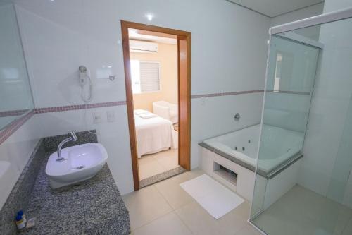 A bathroom at Garcia Palace Hotel