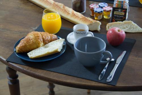 Options de petit-déjeuner proposées aux clients de l'établissement Ker spa, gite avec spa privatif dans la chambre