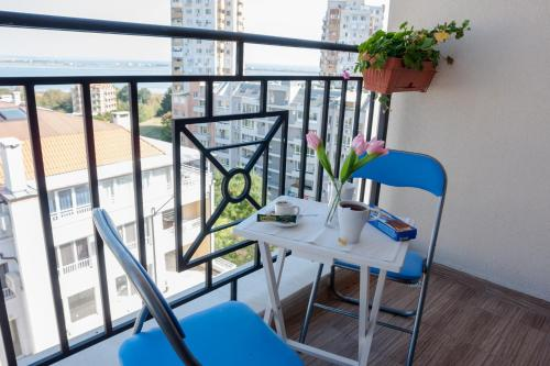 A balcony or terrace at VacationBS - Sea and Lake Panorama